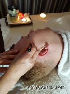 Kopf- und Gesichtsmassage